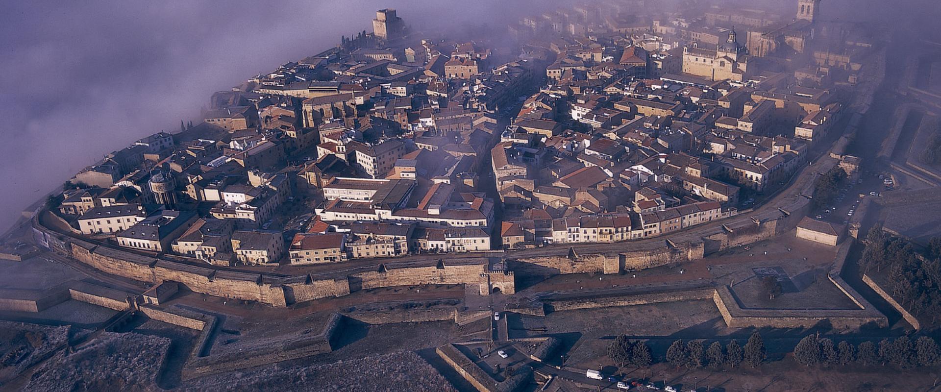 Curiosos pueblos de España situados en lugares sorprendentes Ciudad_rodrigo
